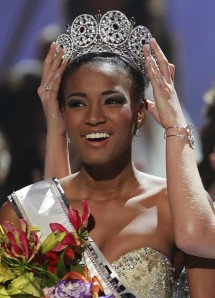 miss-angola-leila-lopes becomes -miss-universe-2011 in brazil